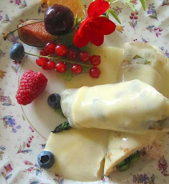 Smoked Turkey & Asparagus Crepe with Chantilly-Sauce